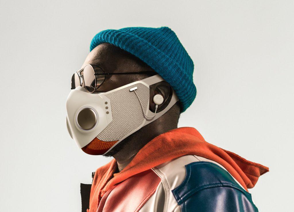Si de mascarillas futuristas hablamos, ¿qué tal Xupermask de Will.i.am de Black Eyed Peas?