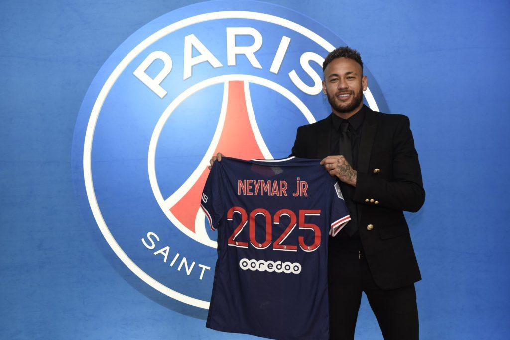 Neymar Jr. tiene una millonaria colección de autos de lujo, digna de un museo