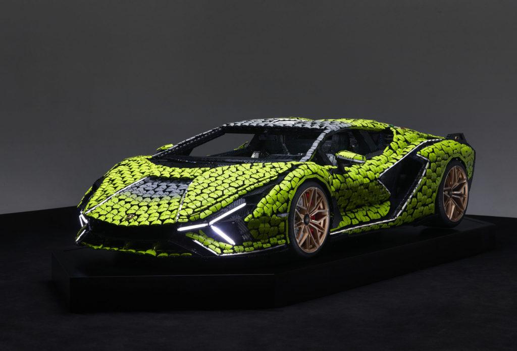 Este Lamborghini Sián es igual de increíble que el original, pero este está hecho con 400 mil piezas de Lego