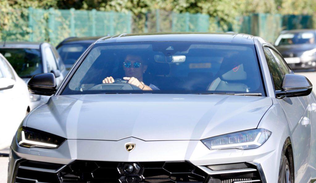 Equipo nuevo, auto nuevo, Cristiano Ronaldo debuta en el club inglés con un Lamborghini